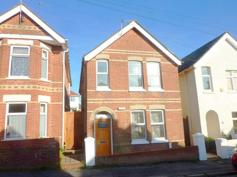 3 Bedrooms Detached House for sale in Parkstone, Poole, Dorset BH12 2NE