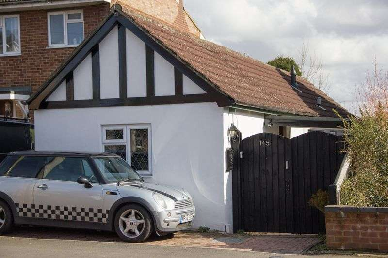 2 Bedrooms Detached Bungalow for sale in Albert Street, Fleet