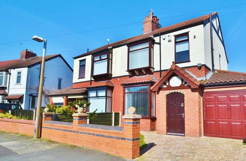 3 Bedrooms Semi Detached House for sale in Vestris Drive, Salford