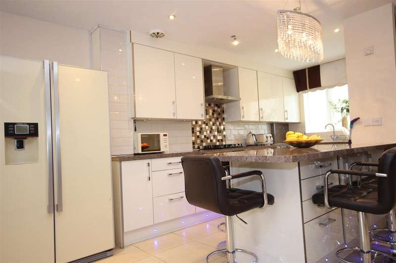 4 Bedrooms House for sale in Hilltop Avenue, London
