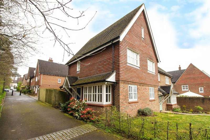 3 Bedrooms Semi Detached House for sale in Cattswood Lane, Bolnore Village, Haywards Heath