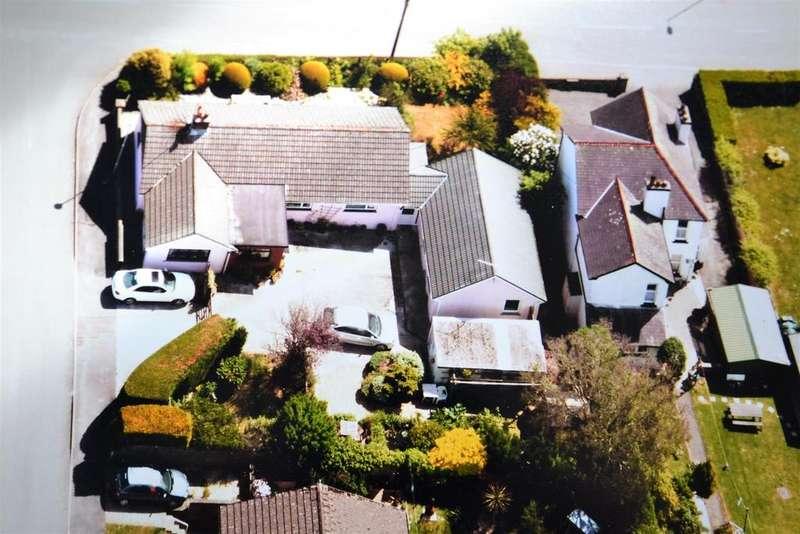 4 Bedrooms Detached Bungalow for sale in Clynderwen
