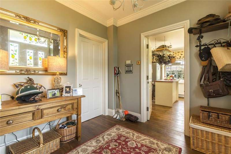 3 Bedrooms Town House for sale in Throgmorton Hall, Old Sarum, Salisbury, Wiltshire, SP4