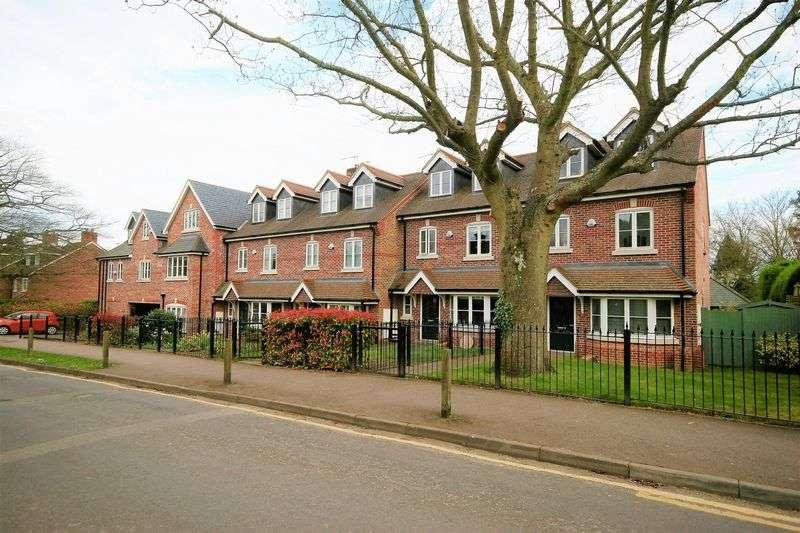 3 Bedrooms Flat for sale in Crownwood Gate, Farnham