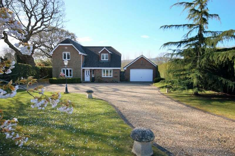 4 Bedrooms Detached House for sale in Newport Road, Sandown