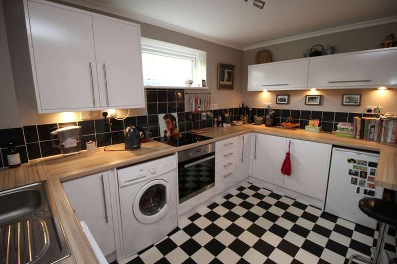 2 Bedrooms Semi Detached House for sale in The Cloisters, Ramsgate, CT11