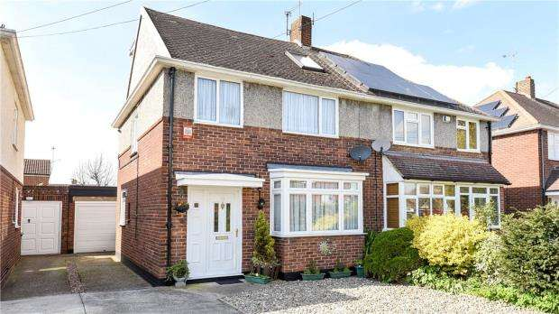 4 Bedrooms Semi Detached House for sale in Hogarth Avenue, Ashford, Surrey