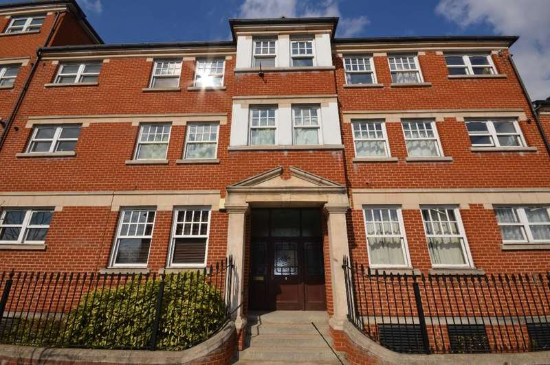 2 Bedrooms Flat for sale in Bromley Road Catford SE6