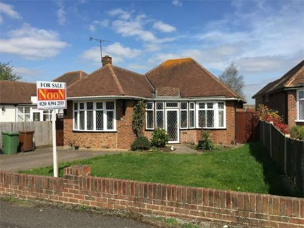 2 Bedrooms Detached Bungalow for sale in The Drive, Ewell Court