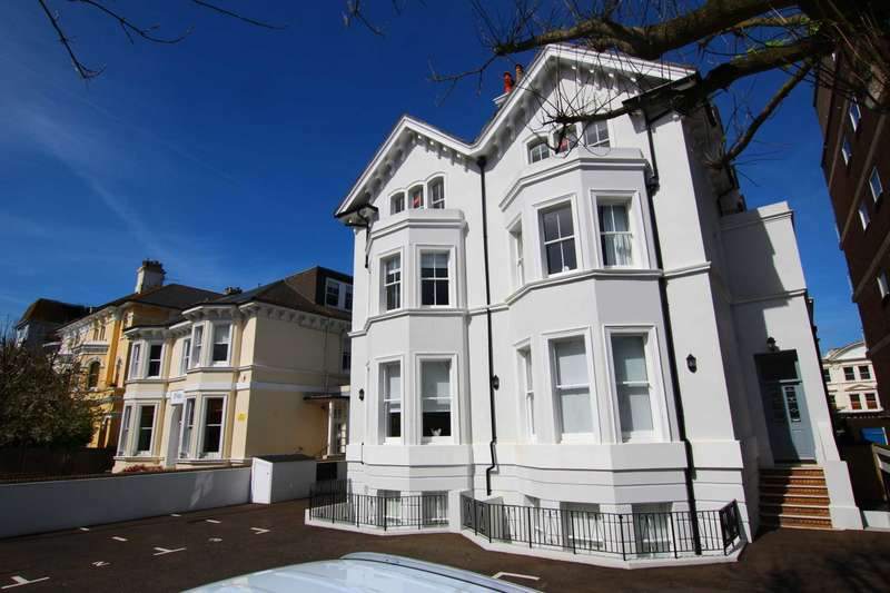 2 Bedrooms Flat for sale in Trinity Trees, Eastbourne, BN21 3LE
