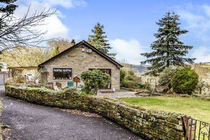 4 Bedrooms Bungalow for sale in Greenroyd Lane, Wheatley, Halifax, West Yorkshire