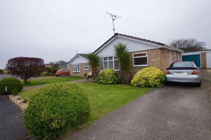 2 Bedrooms Detached Bungalow for sale in Laburnum Way, Llay, Wrexham