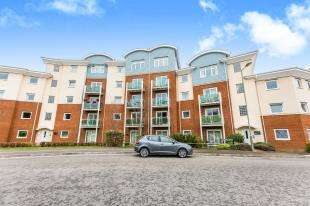 2 Bedrooms Flat for sale in Crescent Court, 1 Foxboro Road, Redhill, Surrey