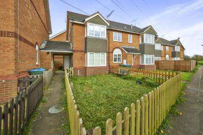 2 Bedrooms End Of Terrace House for sale in Lavender Close, Aylesbury