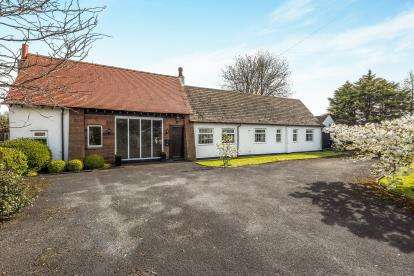 2 Bedrooms Bungalow for sale in Lady Green Lane, Ince Blundell, Merseyside, England, L38