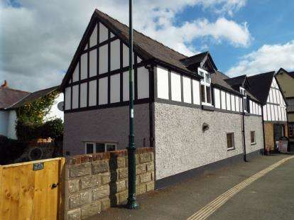 4 Bedrooms End Of Terrace House for sale in Wynnstay Cottage, Well Street, Ruthin, LL15