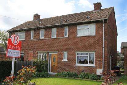 2 Bedrooms Semi Detached House for sale in North Crescent, Killamarsh, Sheffield, Derbyshire