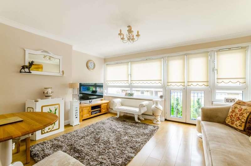 3 Bedrooms Flat for sale in Whitear Walk, Stratford, E15