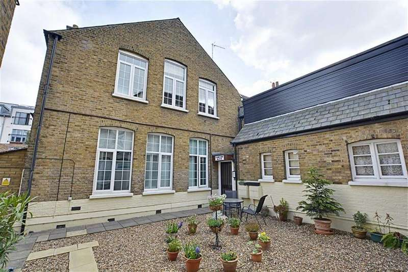 2 Bedrooms Flat for sale in St Johns Court, Hertford, Herts, SG14