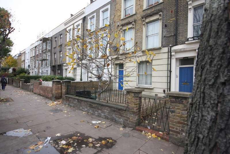 2 Bedrooms Maisonette Flat for rent in Tollington Road, N7 6PD