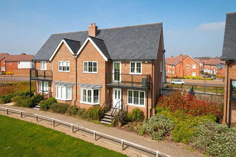 4 Bedrooms Semi Detached House for sale in Diana Walk, Kings Hill