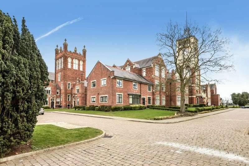 3 Bedrooms Flat for sale in Connaught House, Connaught Drive, Bushey