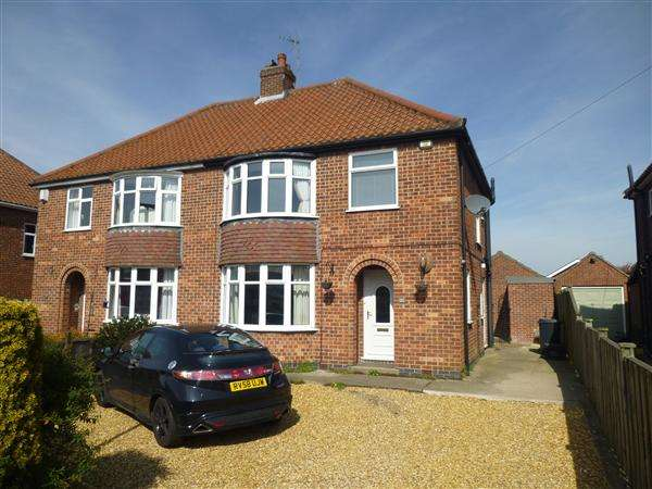 3 Bedrooms Semi Detached House for sale in Broome Way, Huntington, York