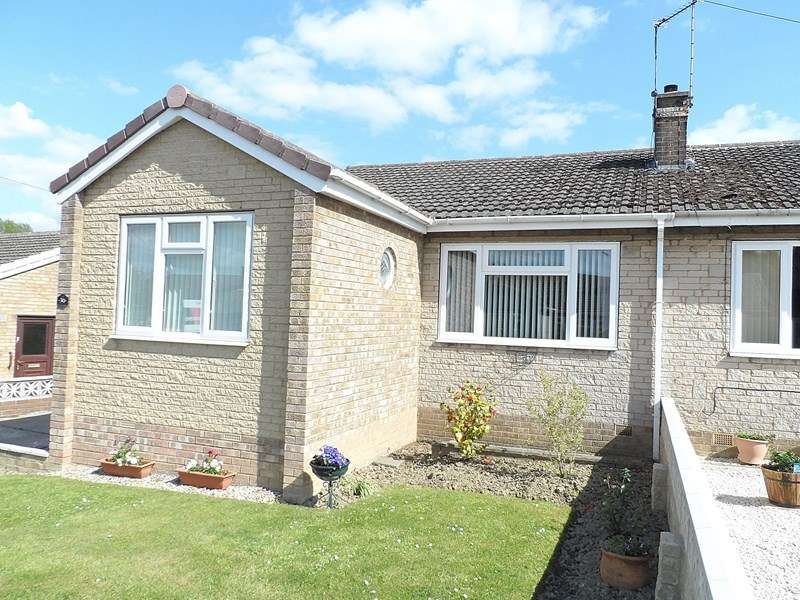 2 Bedrooms Semi Detached Bungalow for sale in Woodlands Crescent, Hemsworth