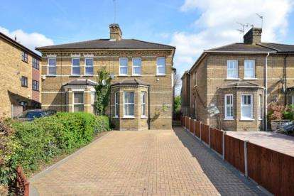 3 Bedrooms Semi Detached House for sale in Sidcup Hill, Sidcup