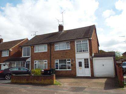 3 Bedrooms Semi Detached House for sale in Walgrave Road, Dunstable, Bedfordshire, England