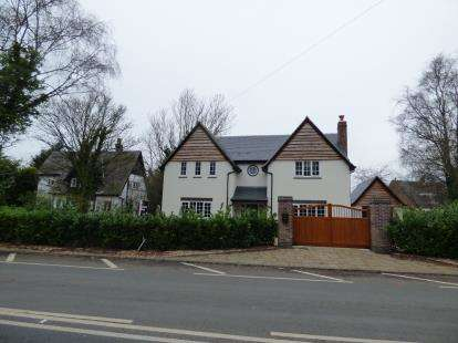 4 Bedrooms Detached House for sale in Hale Road, Hale, Cheshire, L24