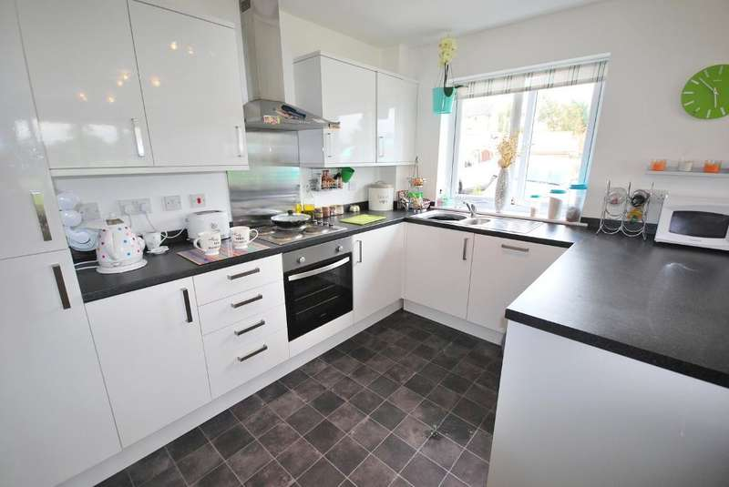 2 Bedrooms Apartment Flat for sale in Ashton Bank Way, Ashton, Preston, Lancashire, PR2 1BZ