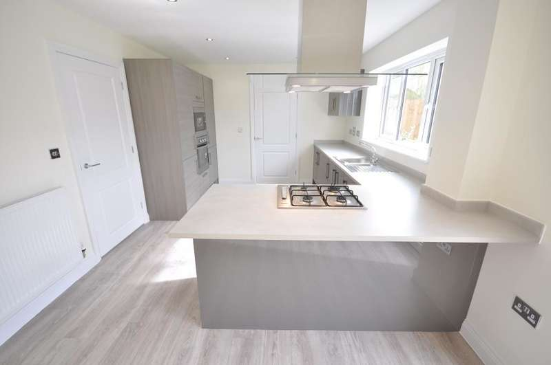 4 Bedrooms Detached House for sale in Forest Grove, Barton, Preston, Lancashire, PR3 5AY