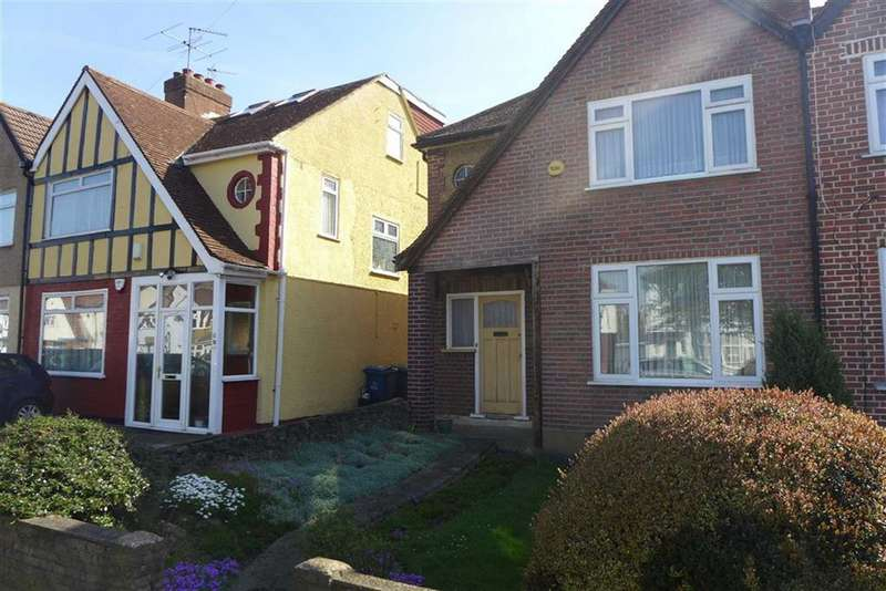 3 Bedrooms Property for sale in Hibbert Road, Harrow Weald, Middlesex
