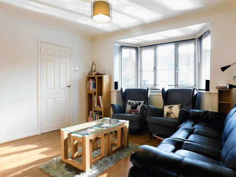 3 Bedrooms Terraced House for sale in Alamein Avenue, Bedford, MK42
