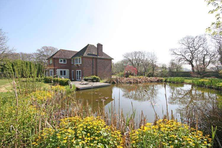 4 Bedrooms Detached House for sale in Sky End Lane, Hordle, Lymington SO41