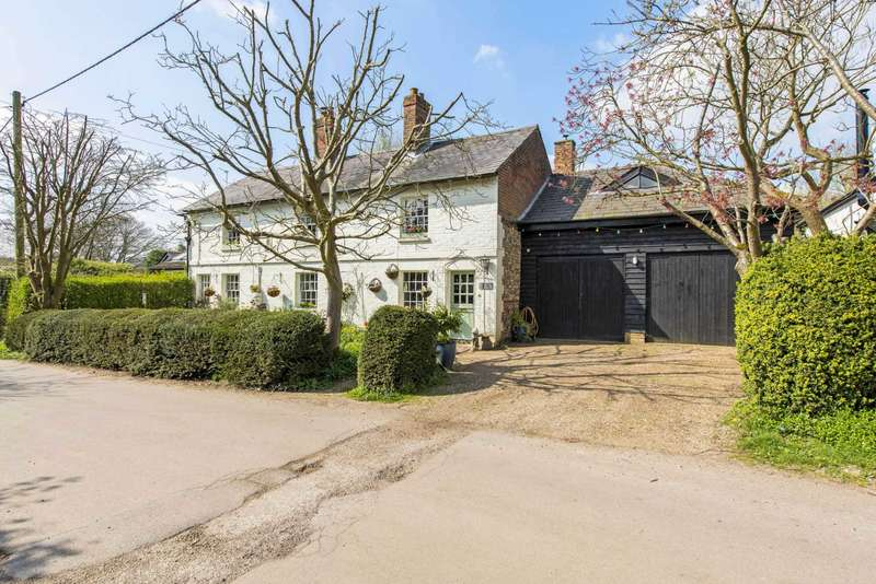 5 Bedrooms Detached House for sale in Parrotts Lane, Buckland Common