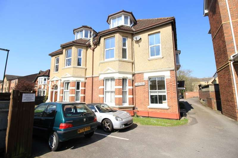Flat for sale in Court Road, Southampton, SO15