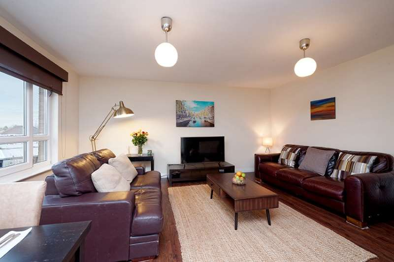 2 Bedrooms Flat for sale in Hillington Road South, Glasgow, G52 2AA