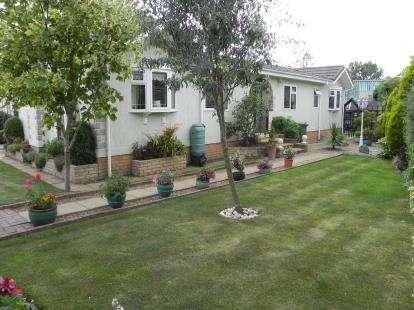 3 Bedrooms Mobile Home for sale in Lonsborough Gardens, Langham, Oakham, Rutland