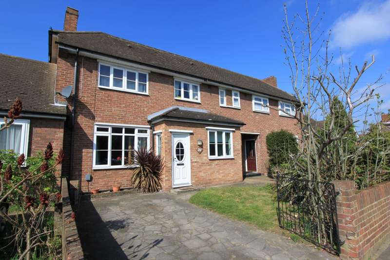 3 Bedrooms Semi Detached House for sale in Rodney Way, Romford