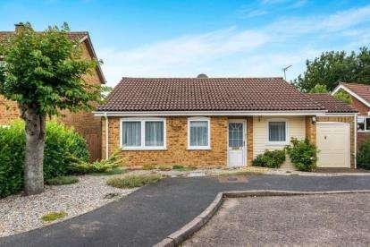 2 Bedrooms Bungalow for sale in Wymondham, Norfolk, Wymondham