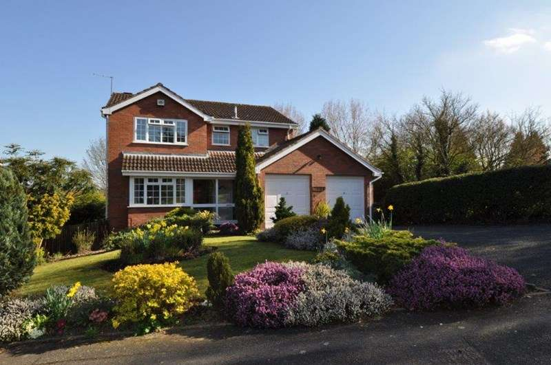 5 Bedrooms Detached House for sale in Weatheroak Close, Redditch