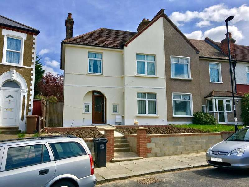 3 Bedrooms House for sale in Abbotshall Road, London SE6
