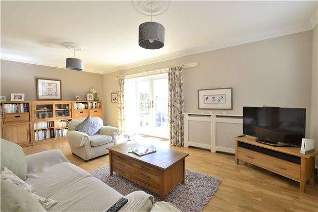 5 Bedrooms Detached House for sale in Green Lane, Hucclecote, Gloucester, GL3 3QT