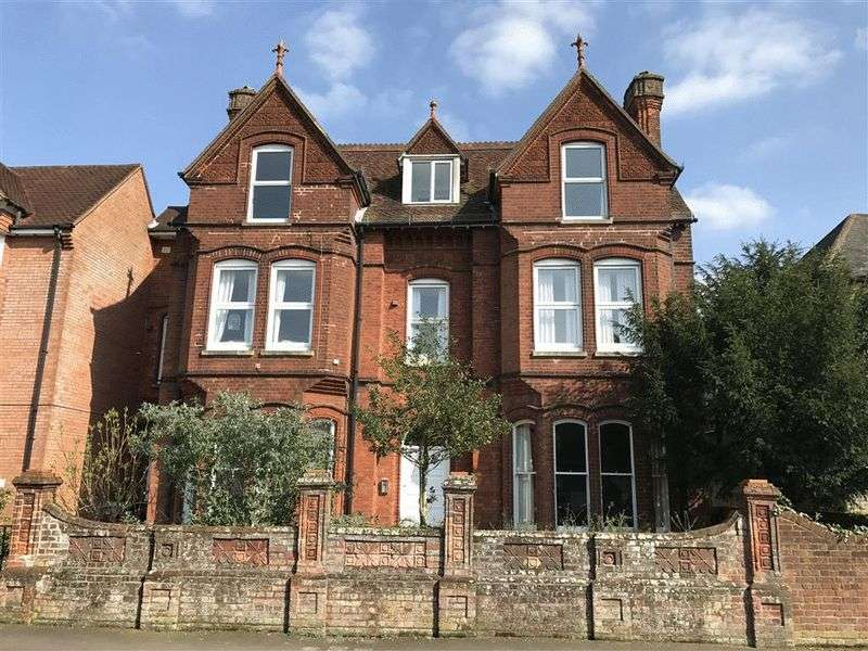 2 Bedrooms Flat for sale in Manor Road, Salisbury