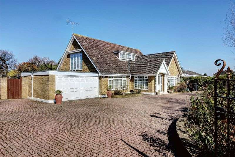 4 Bedrooms Detached Bungalow for sale in Blakes Lane, New Malden