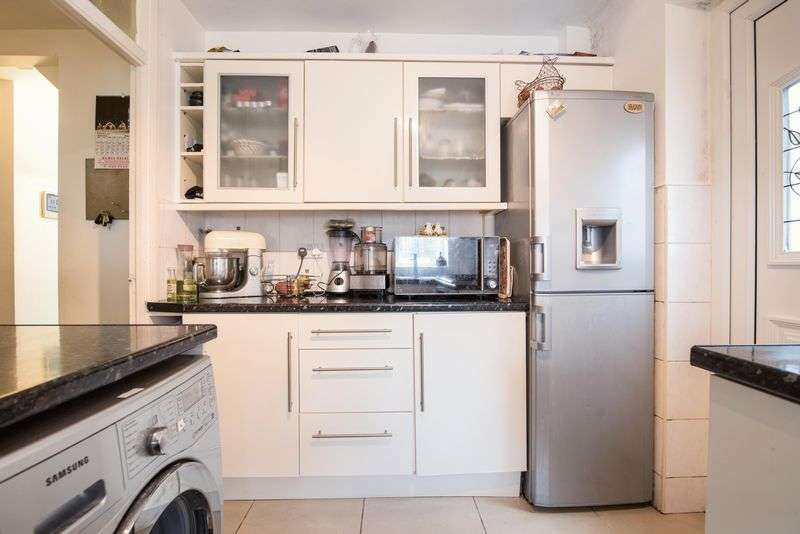 2 Bedrooms Flat for sale in Oldfields Circus, Northolt, Greater London, UB5