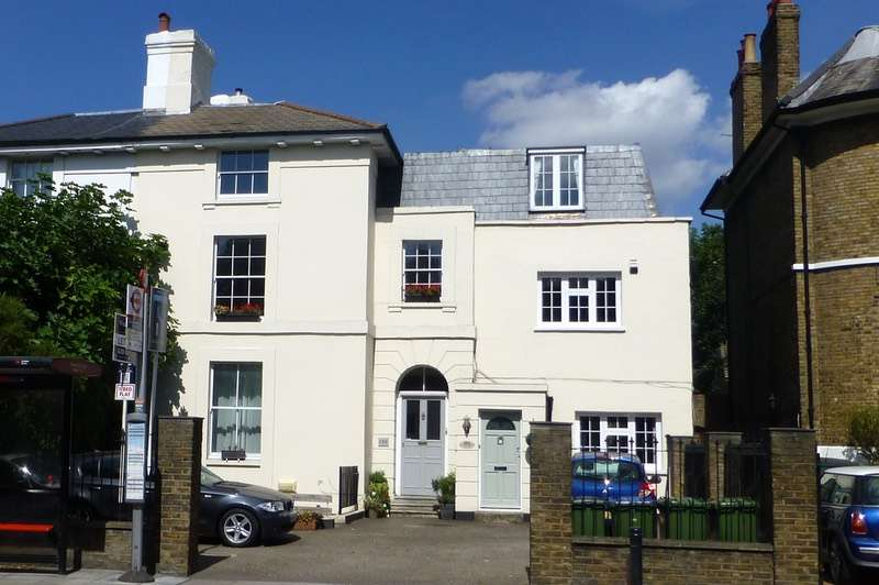 3 Bedrooms Flat for sale in Shooters Hill Road, London, London, SE3
