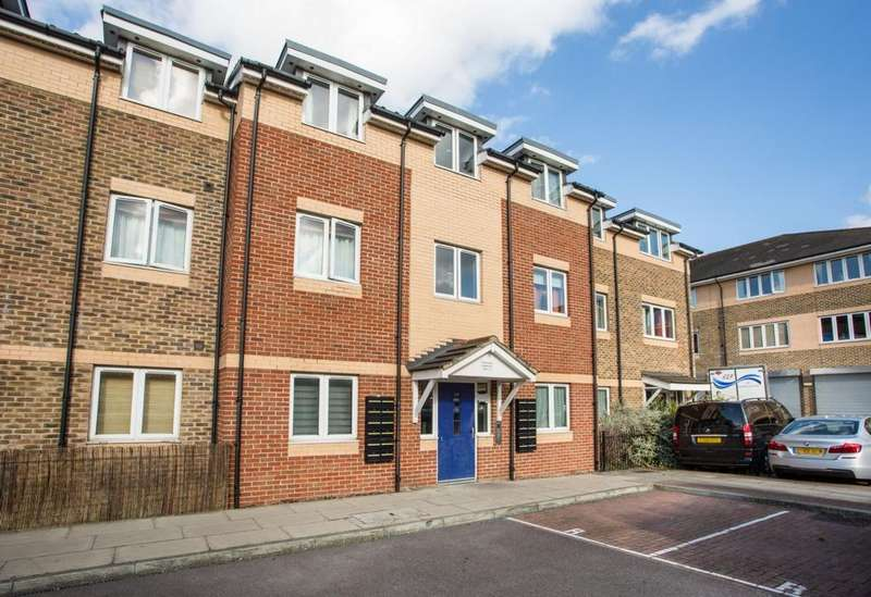 2 Bedrooms Flat for sale in Tiptaft House, Miles Road, Mitcham, CR4
